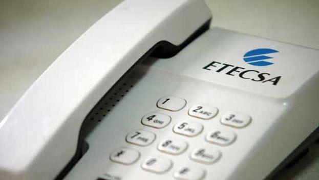 Aparato de telefonía fijo distribuido por Etecsa (CC)