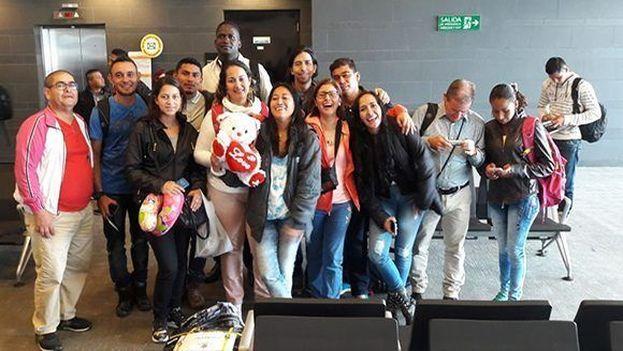 Arriban a Cuba los primeros 189 becarios colombianos que estudiarán medicina en la Isla. (Twitter @CubaMINREX)