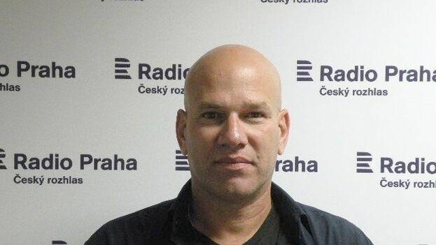 Tras el registro policial en su vivienda, Augusto César San Martín fue conducido a la Estación de la calle Zanja. (Cubanet)