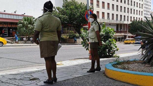 La zona en torno al cine, en el cruce entre la Avenida 23 y L, en el centro de la capital, amaneció tomada por agentes del Ministerio del Interior