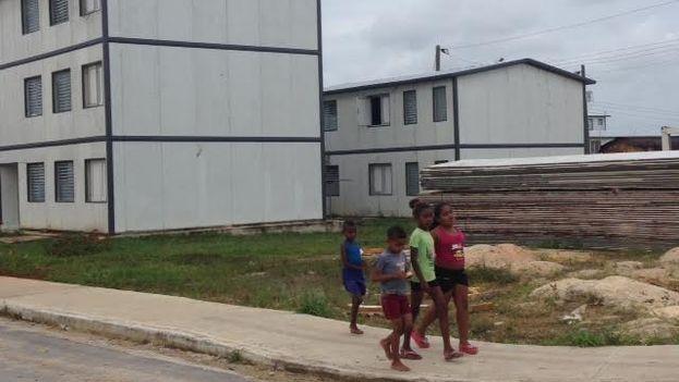 Barrio El Molino, en el Cotorro, formado por 19 edificios de 'petrocasas'. (14ymedio)