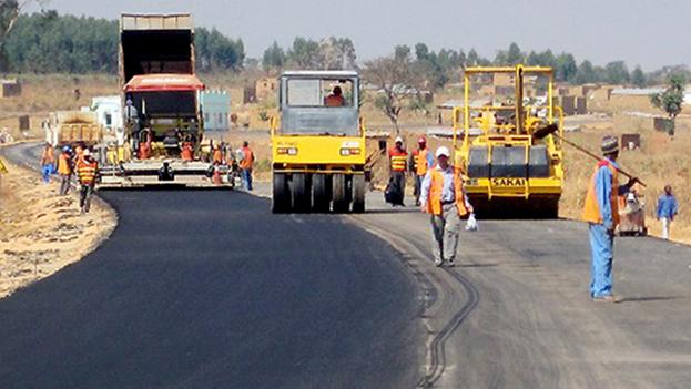 El plan consistía en la construcción de carreteras y puentes, en la provincia de Bengo, que rodea la capital del país, Luanda. (Embajada de Angola en Cuba)