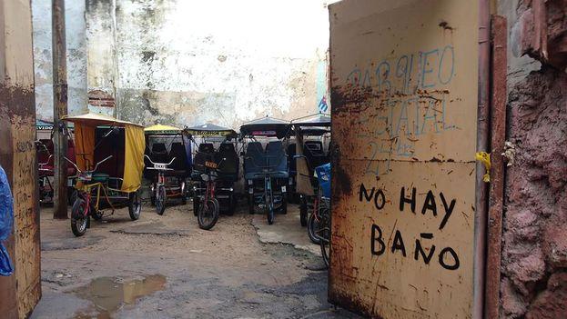 Aparcamiento de bicitaxis en La Habana. (14ymedio)