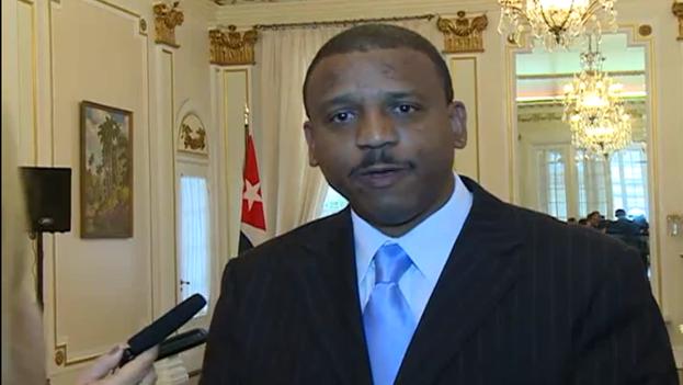 Yuri Ariel Gala López, director de Temas Bilaterales de la Dirección General de Estados Unidos del MINREX, en declaraciones a la prensa tras la reunión. (@CubaMINREX)