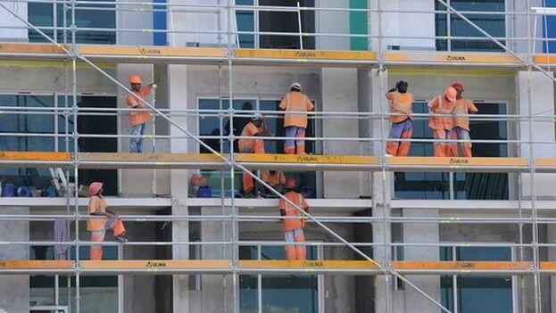 La presencia de trabajadores indios en Cuba se remonta a 2016, cuando fueron contratados por la constructora Bouygues para las obras del Gran Hotel Manzana Kempinski. (Juventud Rebelde)