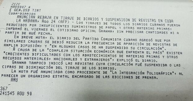 Cable de noticias de la agencia AFP de 1990 anunciando la reducción en la tirada de Granma. (Twitter)