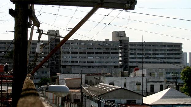 Cables eléctricos en La Habana (Foto Silvia Corbelle)