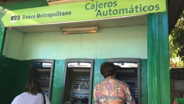 Cajeros automáticos. (14ymedio)