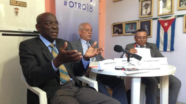 Los abogados Amado Calixto, Wilfredo Vallín y Rolando Ferrer durante la conferencia de prensa de la campaña #Otro18. (14ymedio)