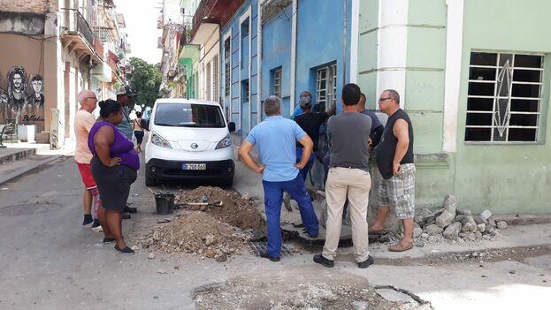 Calle Picota, en San Isidro. El agua puede costar hasta 50 CUC cada pipa en estas circunstancias. (14ymedio)
