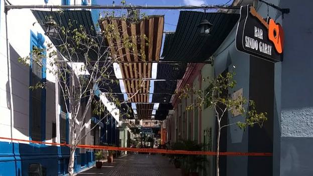 El Callejón del Carmen, donde ofrecen su servicios y productos muchos trabajadores por cuenta propia, está en cuarentena. (14ymedio)