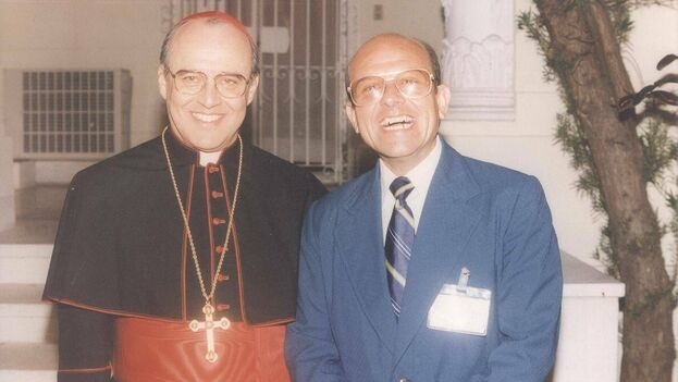 Las honras fúnebres del Cardenal Jaime Ortega Alamino se realizan en la catedral de La habana con misas de cuerpo presente desde el pasado viernes. (@Dagoberto_CEC)