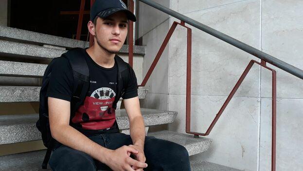 Carlos Javier Acosta, joven desarrollador de la aplicación Datos Cuba para Android. (14ymedio)