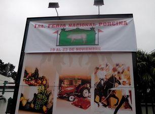 Cartel en la entrada de la Feria porcina