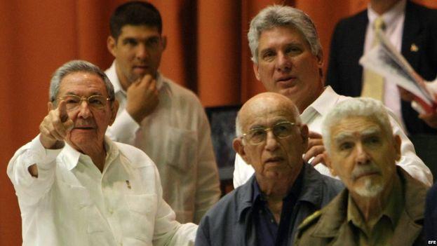 Raúl Castro, Miguel Díaz-Canel, Machado Ventura y Ramiro Valdés. (EFE)