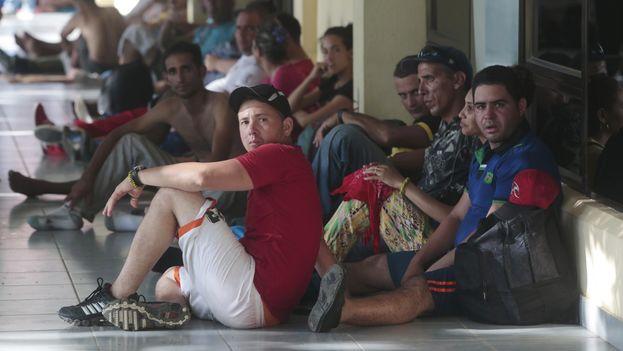 Centenares de cubanos han quedado varados en diversos países de latinoamérica en su travesía hacia EE UU. (Archivo)