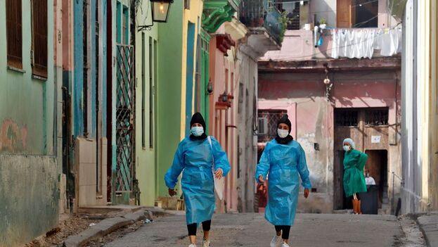 un médico de Cienfuegos contó a '14ymedio' que en su hospital se produjeron 36 muertes, pero solo en cuatro casos tenían prueba positiva. (EFE)