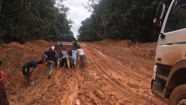 Cientos de cubanos cruzan las selvas de Guyana y Brasil para emigrar a Latinoamérica. (14ymedio)