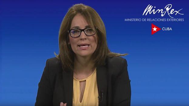 Durante 15 minutos, Yaira Jiménez Roig, directora de Comunicación e Imagen de la Cancillería, brindó detalles del contexto en el que el Gobierno decidió poner fin a Mais Médicos en Brasil. (Captura)