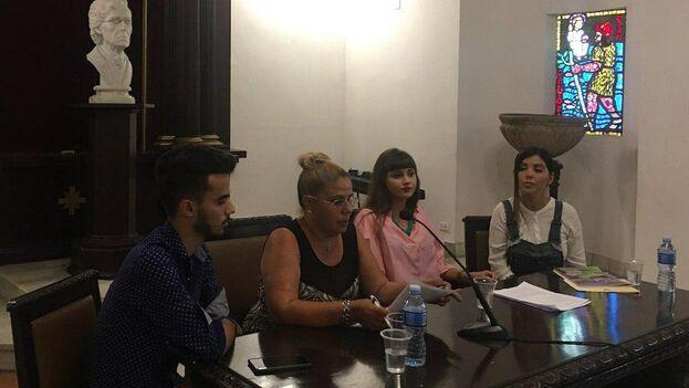 Sergio Boris Concepción miembro del Ejecutivo de Cubanos en Defensa de los Animales, Odalys Jaramillo, Beatriz Carmen Hidalgo -Gato Batista y Sahily María García protectoras independientes de animales