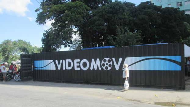 Contenedor convertido en sala de video