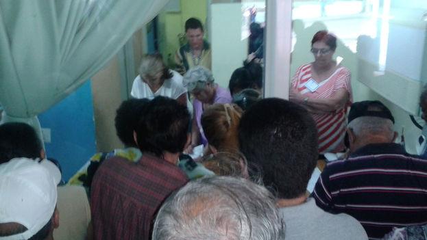 Conteo de votos en el colegio electoral número 2, de la circunscripción de Hildebrando Chaviano. (14ymedio)