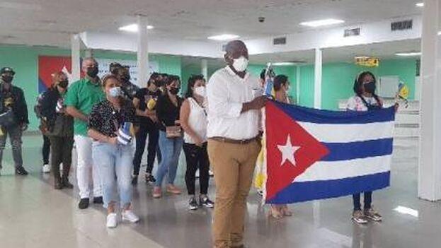 Contingente de médicos cubanos recién regresados de San Vicente y Granadinas. (Minsap)