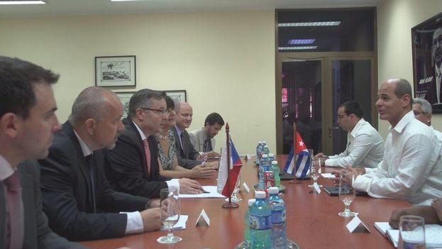 Conversaciones entre las delegaciones de Cuba y República Checa. (@Minrex)