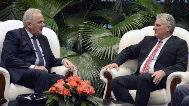 El comisario de Cooperación Internacional y Desarrollo de la Comisión Europea, Neven Mimica, junto al gobernante, Miguel Díaz-Canel. (Facebook)