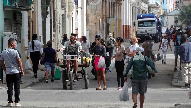 Cuba atraviesa actualmente por la tercera ola del covid-19 y mantiene en fase epidémica a 10 de sus 15 provincias, con La Habana como epicentro. (EFE/Ernesto Mastrascusa/Archivo)
