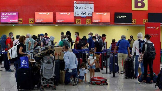 Los viajeros que vuelen a Cuba con la aerolínea Iberia tendrán restricciones de equipaje. (EFE)