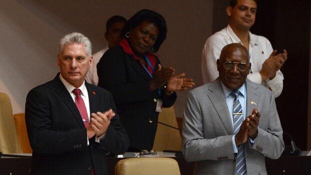 Las cifras casi unánimes que arrojaron las urnas parlamentarias confirmaron lo esperado, Miguel Díaz-Canel fue ratificado como presidente de la República de Cuba y Esteban Lazo estará al frente de la Asamblea y el Consejo de Estado. (ACN)