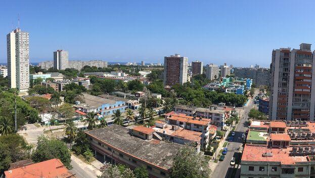 Durante las décadas del 70 y el 80 se extendió en Cuba el movimiento de 'microbrigadas' para construir edificios multifamiliares. (14ymedio)