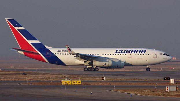 Un avión de Cubana en el aeropuerto de Madrid-Barajas Adolfo Suárez. (CC)