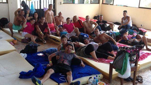 Cubanos en un albergue en la Cruz, a pocos metros de la frontera enter Costa Rica y Nicaragua (Foto Reinaldo Escobar/14ymedio)