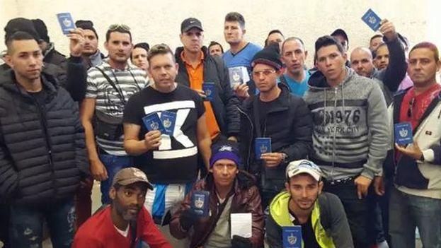Cubanos en la frontera chilena. (Twitter)