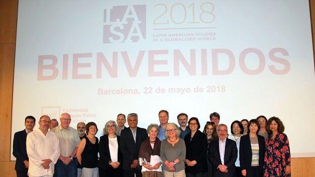 El pronunciamiento de Lasa provocó la renuncia de los académicos Mabel Cuesta, Guillermina de Ferrari, Walfrido Dorta y José Raúl Gallego.