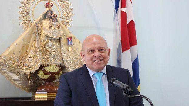 Dagoberto Valdés, director del Centro de Estudios Convivencia, imparte una conferencia en la Ermita de la Caridad en Miami. (14ymedio)
