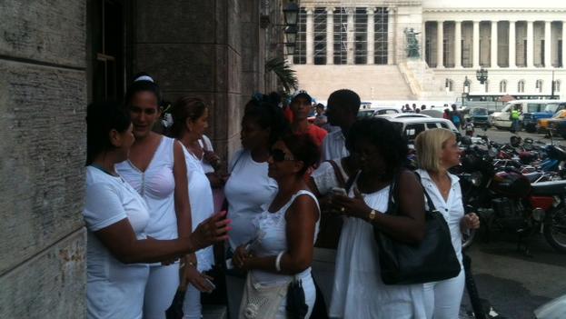 Damas de Blanco en el tribunal provincial. (Ángel Moya)
