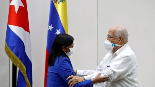La reunión estuvo encabezada por la vicepresidenta venezolana, Delcy Rodríguez, y el viceprimer ministro cubano, Ricardo Cabrisas. (EFE)