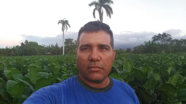 Después de tres años sin poder viajar funcionarios de migración confirman al reportero Osmel Ramírez que ya no tiene una prohibición de salida. (Facebook)