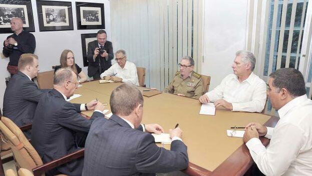Raúl Castro y Miguel Díaz-Canel Bermúdez se reunieron la tarde de este martes con Nikolai Patrushev, secretario del Consejo de Seguridad de Rusia. (Granma)