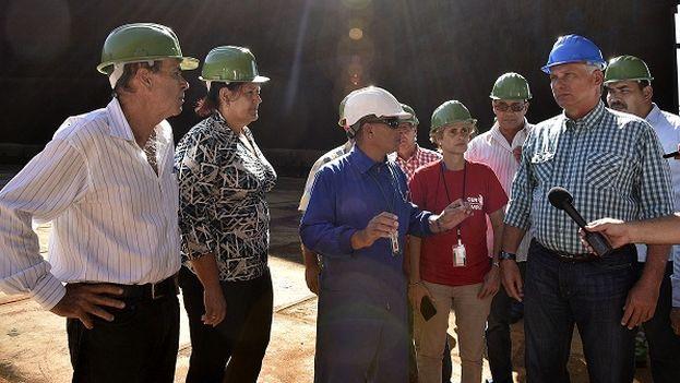 Díaz-Canel recorrió la estatal Empresa Comercializadora de Combustibles, en Matanzas. (JR)