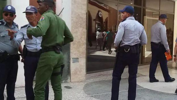 A causa de la visita de Díaz-Canel cientos de hombres y mujeres jóvenes, uniformados o no, patrullan las principales esquinas de Camagüey desde hace días. (Facebook)