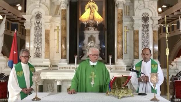 Dionisio García, arzobispo de Santiago de Cuba, durante su homilía este domingo. (Captura)