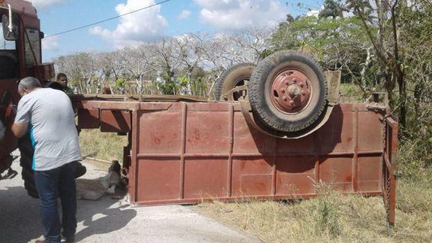 Doce personas resultaron heridas cuando una carreta arrastrada por un tractor se volcó cerca de Baéz, municipio Placetas en la provincia de Villa Clara, Cuba. (Radio Placetas)