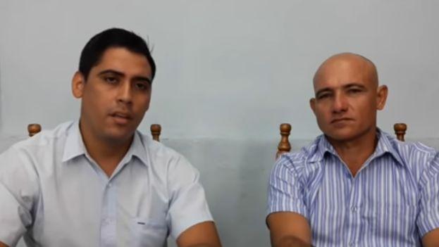 Ebert Hidalgo Cruz (derecha) asegura que fue interrogado cuatro veces y que fue amenazado por los agentes con mantenerle preso. (Captura)