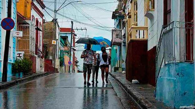 La tormenta tropical Elsa ha dejado en la provincia de Santiago de Cuba lluvias que, hasta el momento, no resultan significativas. (Trabajadores/Miguel Rubiera)