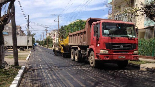 En las cercanías de la Embajada de Estados Unidos en La Habana, varias calles son reparadas por la visita de Barack Obama. (14ymedio)