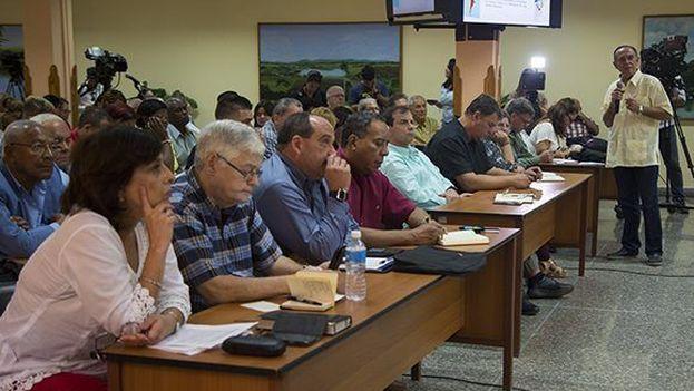 Encuentro este miércoles de las organizaciones de la sociedad civil cubana, todas oficiales. (Granma)